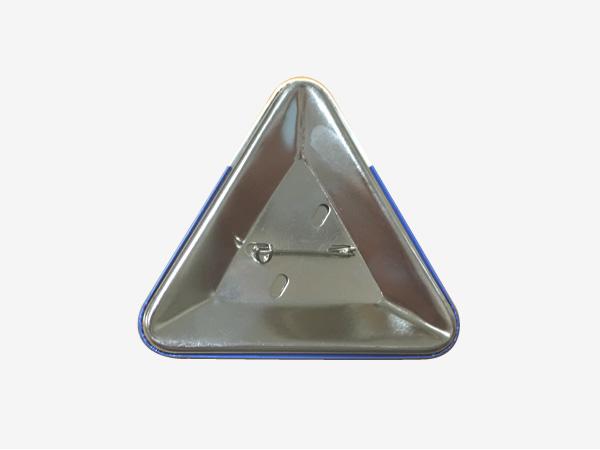 缶バッジ三角形の裏面写真