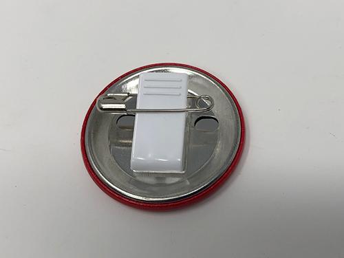 オーソドックスな缶バッジクリップの写真