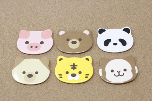 色々な缶バッジ動物型の写真
