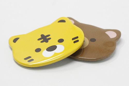 トラとクマの動物缶バッジの写真