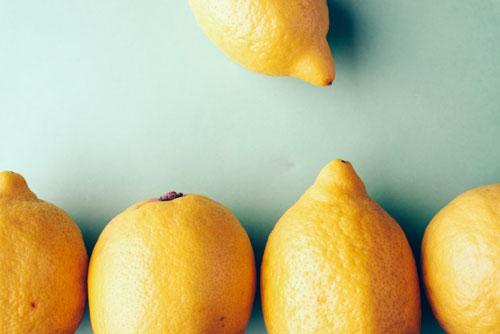 レモンや酢で缶バッチの錆び落とし