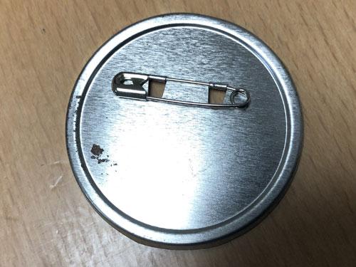缶バッジの錆びの写真