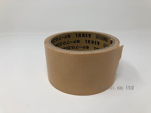 ガムテープでシールをはがす